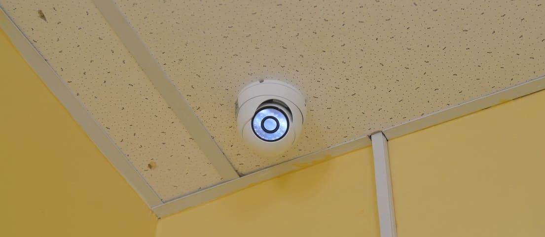 Камера наблюдения в офисе