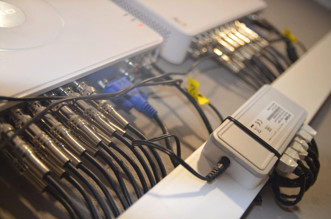 Подключенные кабеля для систем видеонаблюдения